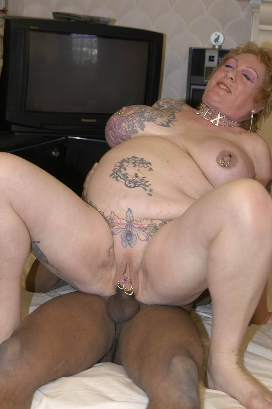2 mature swinger ladies with a couple black cocks 7